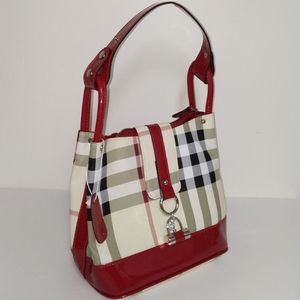 3/$150💄 Gorgeous plaid handbag with glossy red